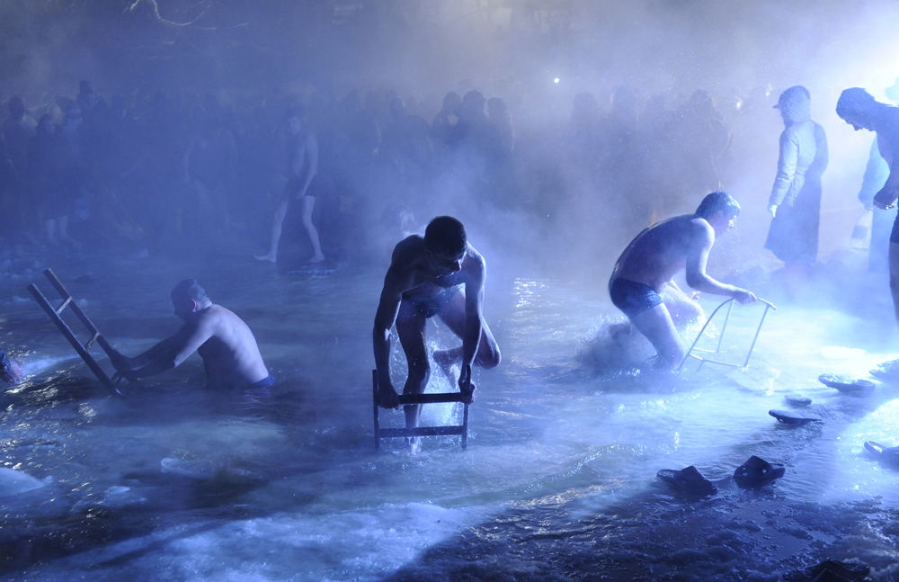 You can even go in the water at -40ºC, because the whole process only takes about 5-6 minutes, and no organ in the human body is going to have time to get cold. When a person is in the cold water all his or her blood is redistributed around the body, and this is actually good for the health. (Moscow region, Russia)