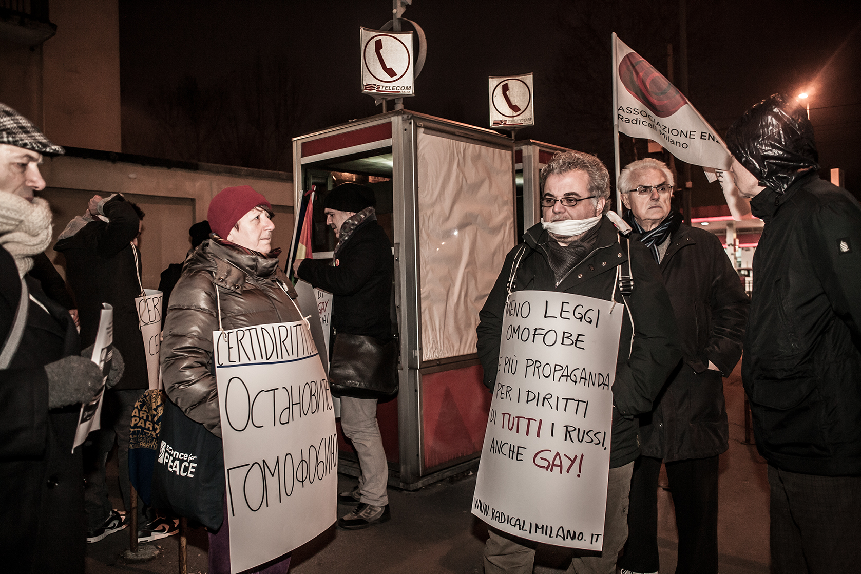 Milano, 1° febbraio 2013. Il bavaglio come simbolo dei diritti negati ai gay in Russia è stato indossato dai partecipanti al sit in, a Milano, nei pressi del Consolato russo. Il sit in è stato indetto dalle associazioni che difendono i diritti degli omosessuali