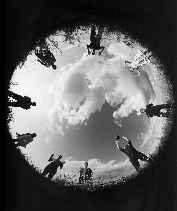 We play volleyball. 1965 // In 1964 the English 'Photography Year Book' named Borodulin a «Star of World Photography», in 1967 the Japanese magazine Asahi made him photographer of the year, and in 1966 he received a gold medal in Munich.