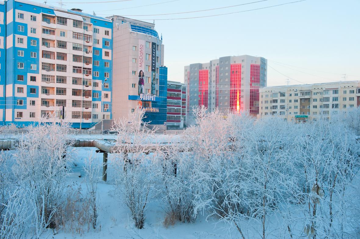 É facile, sostando a Yakutsk, rimanere contagiati dallo spirito pionieristico, retaggio dei grandi esploratori del passato: anzi, è auspicabile soprattutto per chi proseguirà il suo viaggio alla conquista di un angolo di questo enorme territorio che, per quanto studiato, rimane tutto da scoprire, e dove anche la gita del week-end fuori porta si può trasformare in un'indimenticabile avventura