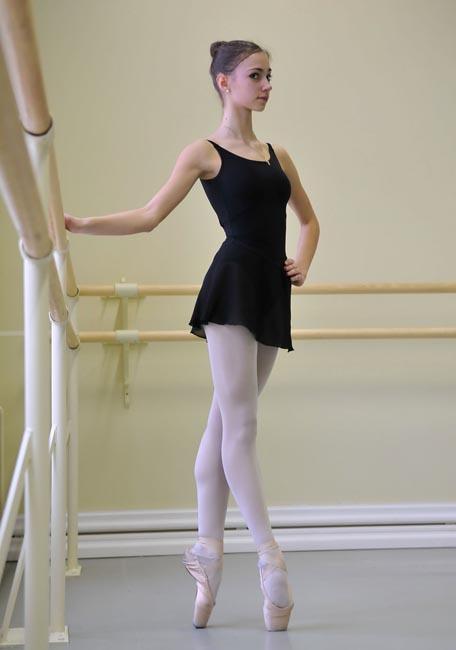 Mais parfois, c'est plutôt le souhait des parents. La remarquable danseuse, Natalia Ossipova, est passée de l'école de gymnastique au ballet parce qu'elle « ne voulait pas blesser sa maman ». Un enfant né dans une famille mordue de ballet n'a pas beaucoup d'autres choix.