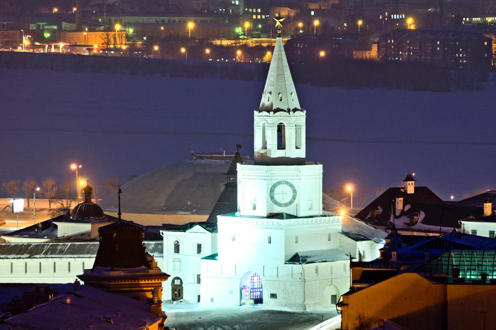 Die Leo-Tolstoj-Straße führt zum Ufer des Flusses Kasanka (durchschnittliche Breite: 960 Meter). Inmitten des Flusses steht eine alte Kirche, die als Gedenkstätte für die Soldaten errichtet wurde, die 1552 starben, als Iwan der Schreckliche Kasan eroberte. Sie wurde 1811 erbaut.