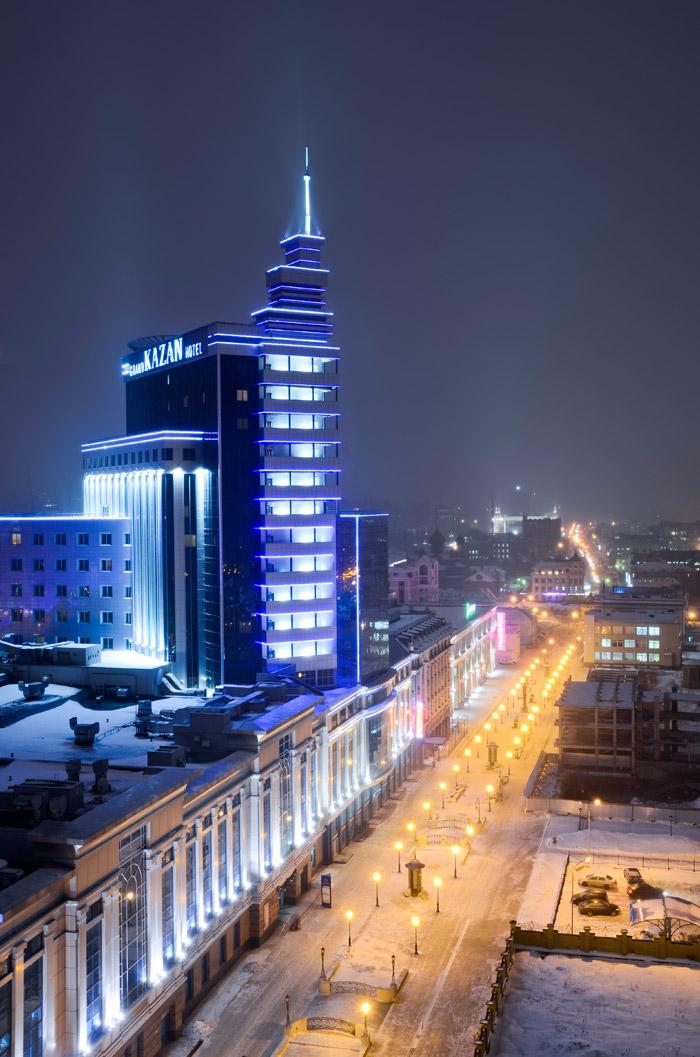 """Woher der Name Kasan kommt, ist unklar. Die meisten anerkannten Legenden leiten ihn vom bulgarisch-turkischen (und auch modernen tatarischen) Begriff """"qazan"""" ab, was soviel bedeutet wie """"Kessel"""". Lokale Geschichten behaupten, dass die Stadt so benannt wurde, da sie auf einem Hügel steht, der aussieht wie ein umgedrehter Kessel."""