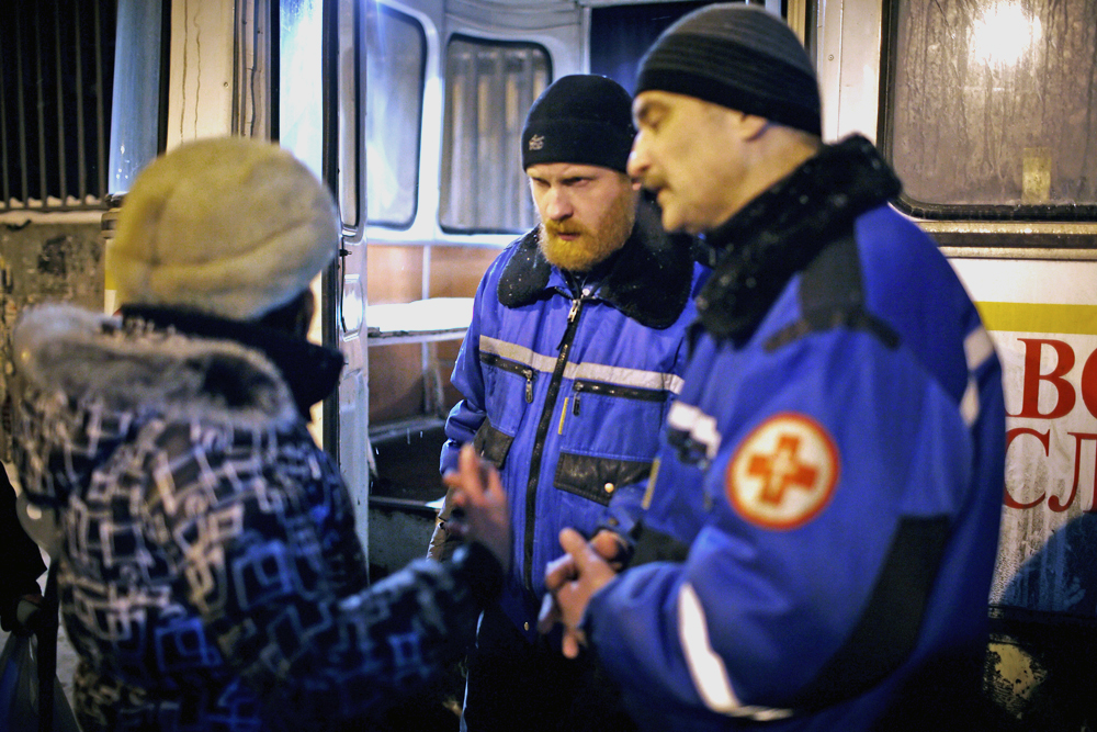 "The ""Bus of Mercy"" and its crew travel to the main railway stations every night trying to help them stave off the worsening winter's cold. They give medical attention and help to keep the weakest warm."