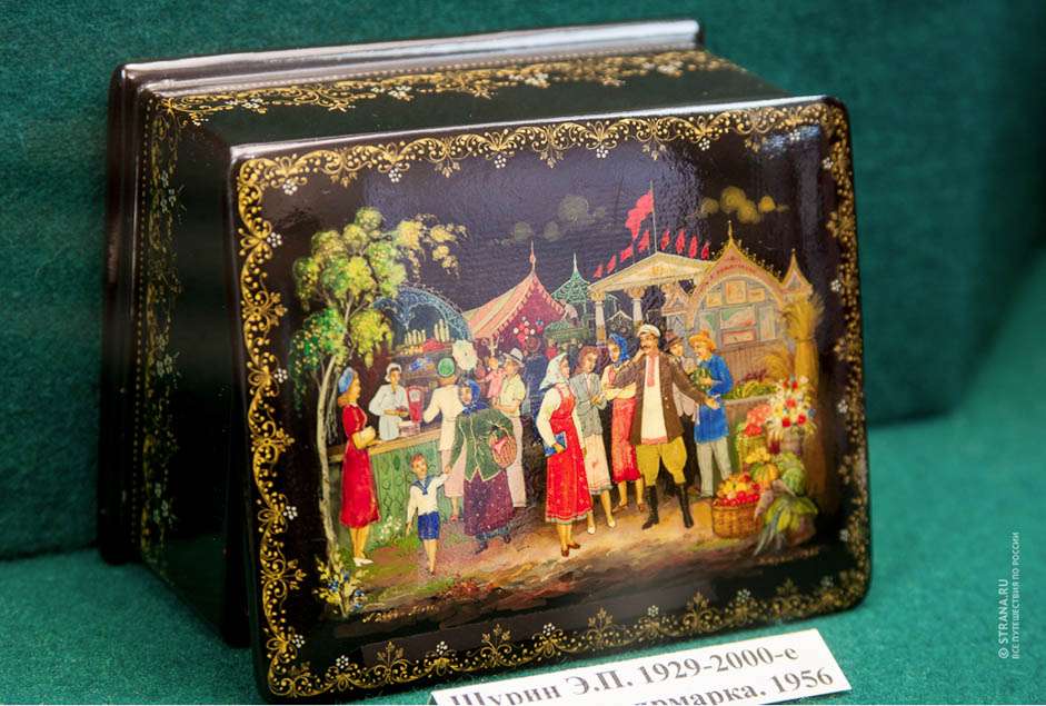 With a population of 6,000, Palekh boasts some 600 artists, and the secrets of their art have been passed down from generation to generation.