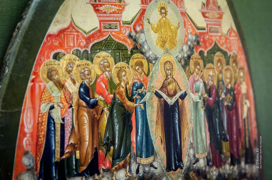 Le village a été fondé au XVe siècle. Sur les berges de la pittoresque rivière Palechka, s'est progressivement développé un hameau habité par des peintres d'icônes très connus à la cour du tsar. Ils peignaient de magnifiques icônes riches d'infimes détails.