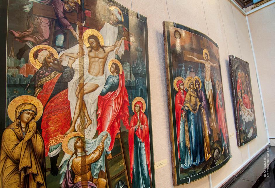 Leurs travaux peuvent être admirés dans les églises du Kremlin à Moscou et dans le monastère de la Trinité-Saint-Serge. En 1882, les Beloussov, une famille de peintres d'icônes originaire de Palekh, ont décoré le Palais à Facettes du Kremlin.