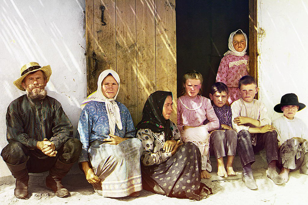 Settler's family. Settlement of Grafovka, Central Asia. 1905 // Upon leaving the country and exporting all his photographic material, about half of the photos were confiscated by Russian authorities for containing material that seemed to be strategically sensitive for war-time Russia.