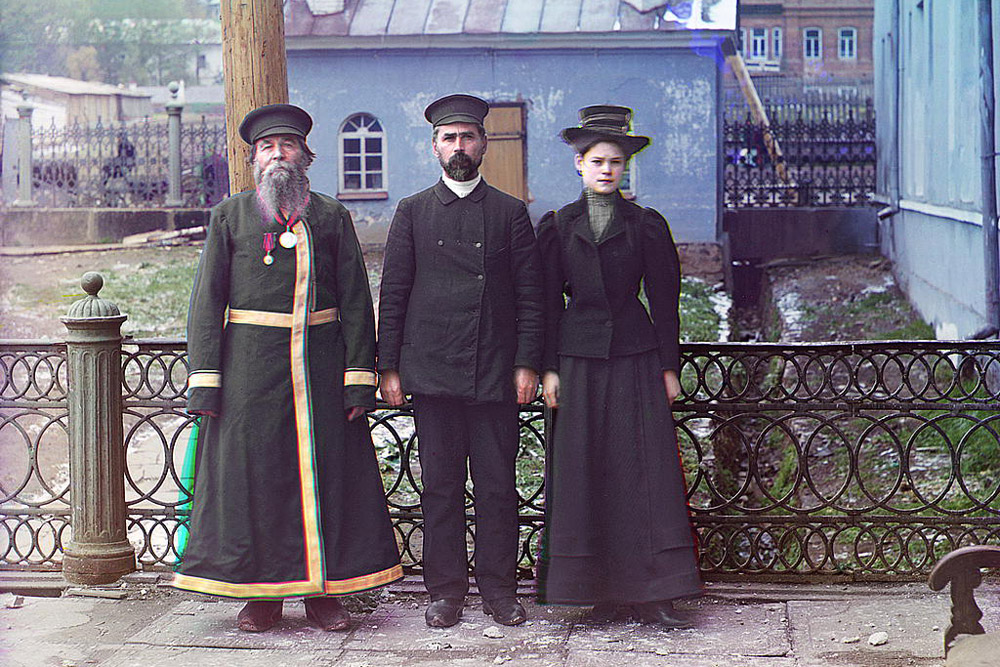 Three generations. A.P. Kalganov with son and granddaughter. The last two work in the shops of the Zlatoust plant. 1910 // In 1901, Prokudin-Gorsky established a photography studio and laboratory in Saint Petersburg.