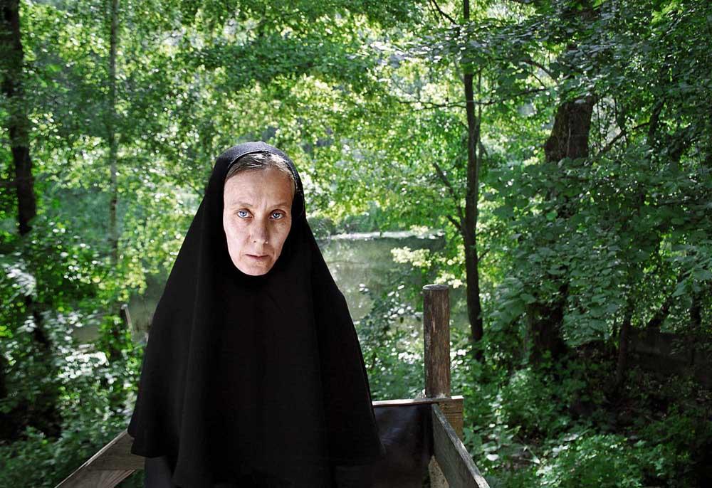 Un autre couvent est celui de Spasso-Preobrajensky Tolchevsky, Oblast de Voronej. Il a été fondé au milieu du 17e siècle. En 1768-1769, c'était le lieu de retraite de Saint Tikhon Zadonsky le Thaumaturge. Situé dans une réserve forestière sur les rives de la rivière Ousmanki (Réserve de biosphère d'Etat de Voronej), il a été restauré en 1994 comme un couvent.
