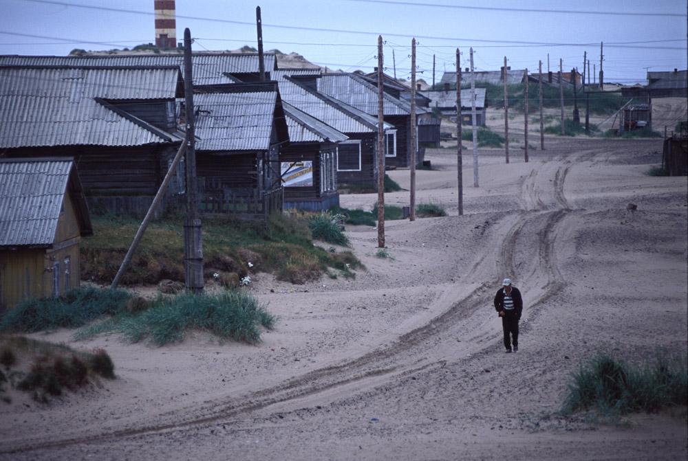 Choïna, le « désert » le plus septentrional au monde, n'est indiqué sur aucune carte. Seuls les chameaux manquent dans les dunes de sable qui s'étendent sur des dizaines de kilomètres le long de la côte de la mer Blanche, dans le nord de la région d'Arkhangelsk. Le désert est situé à 230 km à l'est de la plus grande ville de l'Okroug Autonome des Nenets – Naryan-Mar.