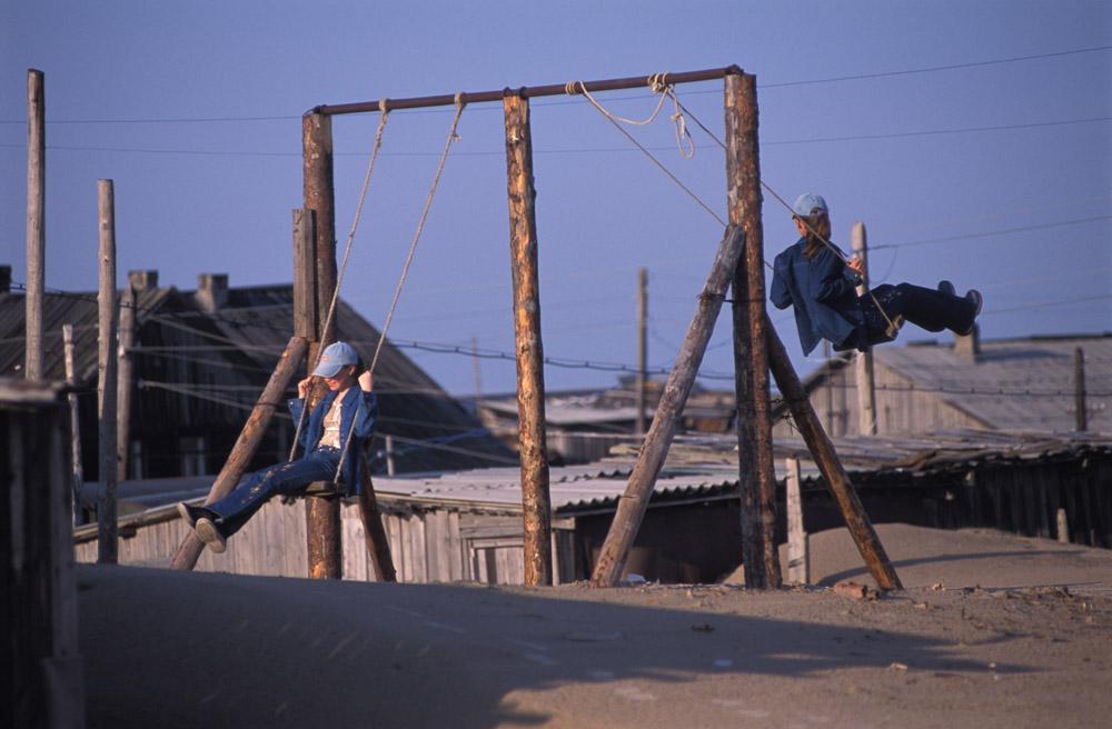 Choïna est un de ces villages, mais ici, l'attitude des gens face au sable est incroyablement fataliste.