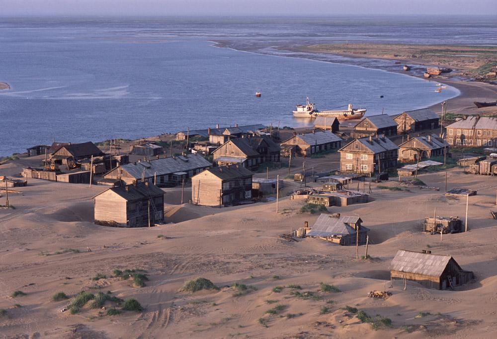 Dans les années 1930, Choïna était une grande colonie, décrite comme le « second Mourmansk ». Jusqu'à 70 bateaux de pêche croisaient le long des côtes.