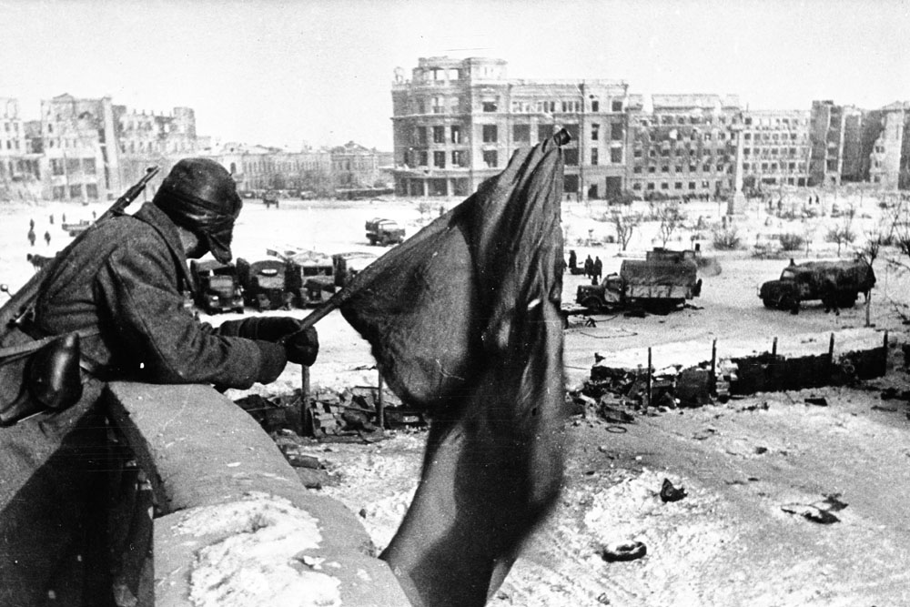 """Stalingrad. 1943 // Yakov Ryumkin became a well-known photojournalist. He worked in the """"Pravda"""" newspaper and in the """"Ogonek"""" magazine. He travelled all over the USSR and left an heritage of touching, vivid photographs."""
