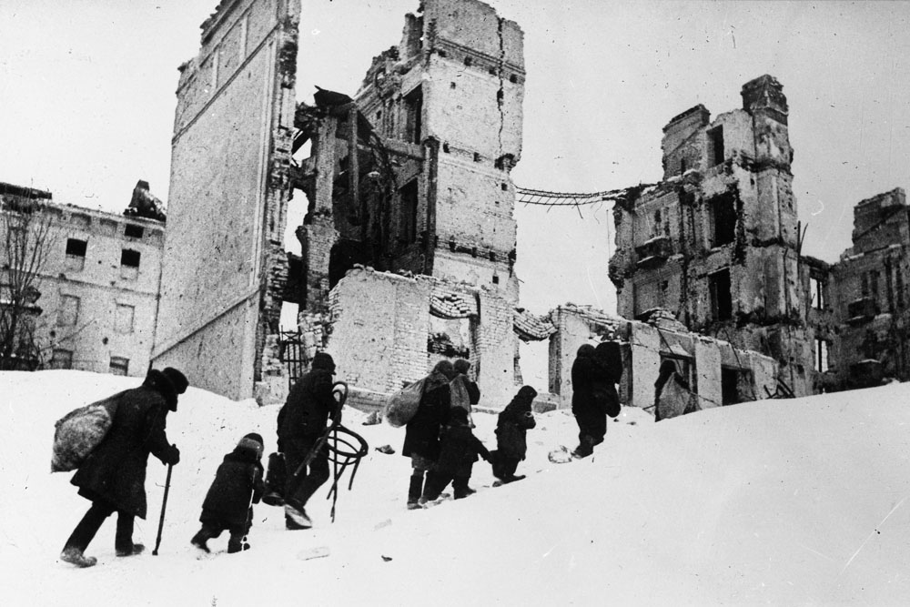 People go back to Stalingrad. 1943 // As a soldier Yakov Ryumkin has gone through the Second World War from the first to the last day, he was practically at all fields of war, he was injured and bruised.