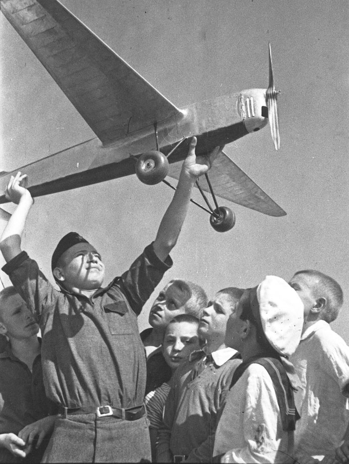 The Aviation Day. Tushino, near Moscow. 1950s // But the real soft spot of the photographer was love for children, which is excusable to a person who has gone through the war, as our strength and our future lies up in children.