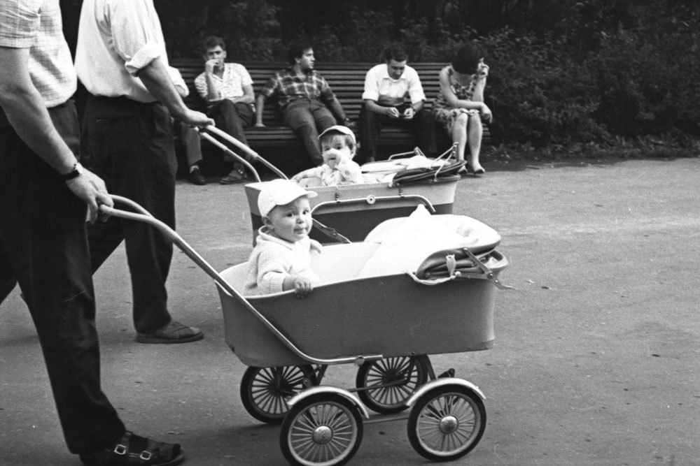 """Young fathers in Moscow. 1950s // The photo diary of Yakov Rumkin is not just """"memorials of past time"""". His photo diary reveals the points which Soviet people have lived through and which people have achieved."""