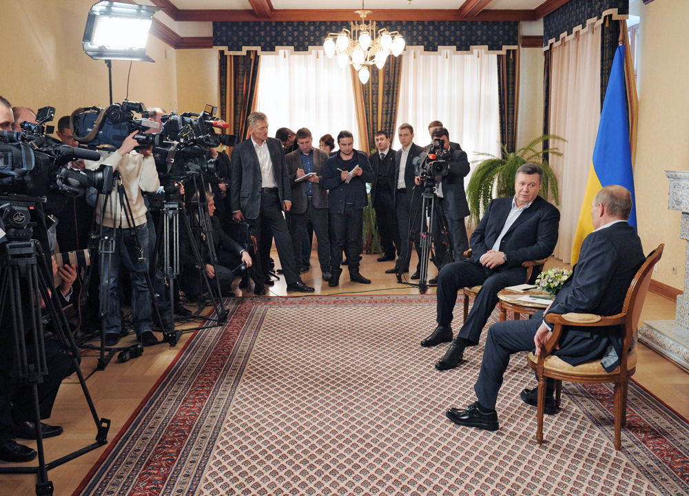 Russian President Vladimir Putin, foreground, right, with Ukrainian President Viktor Yanukovych, background, right, at Zavidovo residence.