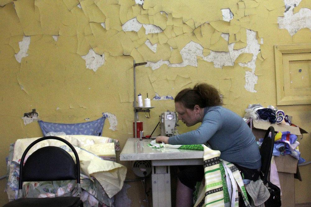 Elena, 22 anni, lavora in una fabbrica di indumenti. Sogna di trasferirsi nella capitale russa e di incontrare l'anima gemella