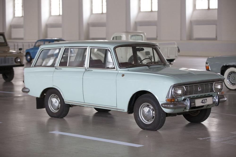 El Moskvich M—427, la versión familiar del mismo modelo producido a partir de 1969 para sustituir al M-426 familiar. AZLK dejó de fabricarlos en 1976.