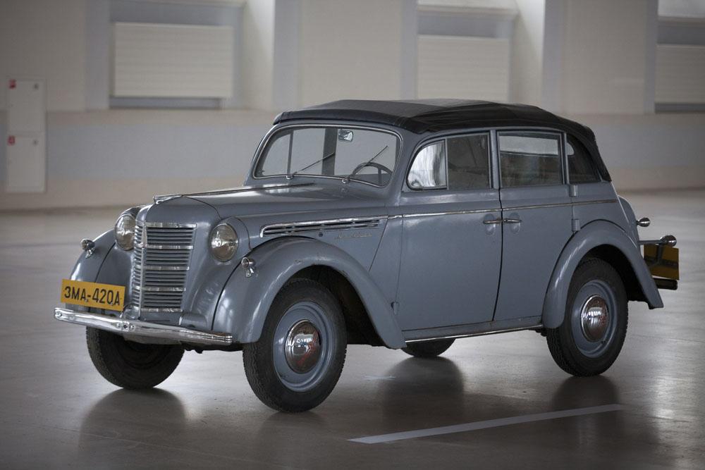 Moskvitch était une marque automobile russe produite par AZLK de 1945 à 1991 et par OAO Moskvitch de 1991 à 2002. Le mot Moskvitch (en russe: москвич) signifie « moscovite » en français. Il était utilisé pour souligner le lieu d'origine des véhicules, fabriqués en dehors de Moscou.