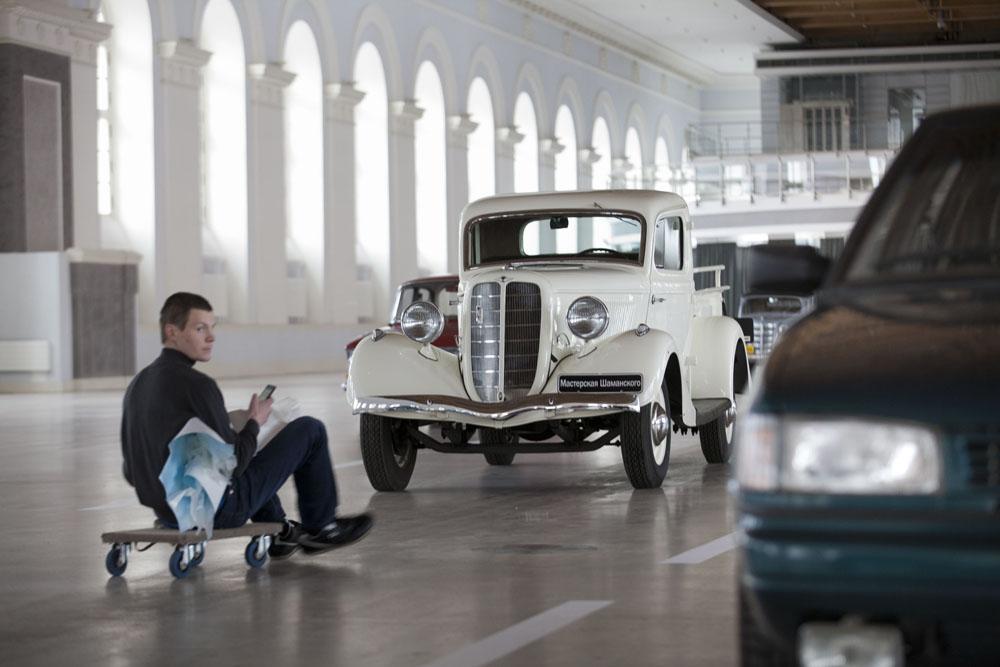 L'usine automobile Gorkovsky ou GAZ est née en 1932 en tant que coopération entre Ford et l'Union soviétique. Le premier véhicule GAZ était une Ford Modèle A de prix moyen et un camion léger, le Ford Modèle AA.