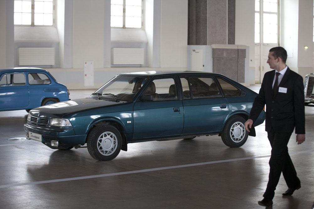 El Moskvich 2141, conocido comúnmente como Aleko, es un coche pequeño ruso, de tres puertas que fue presentado por primera vez en 1985 y se vendió en la Unión Soviética y sus estados herederos entre 1986 y 2000.