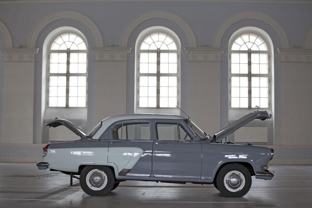 Volga es una marca de automóviles que surgió en la Unión Soviética para sustituir al venerado GAZ-M20 Pobeda en 1956. Con un diseño moderno, se convirtió en un símbolo de mayor estatus entre la nomenklatura soviética. Los Volga también eran utilizados tradicionalmente como taxis, coches de policía y ambulancias.