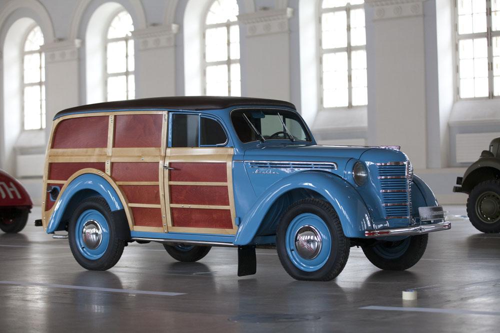 El Moskvich 400-420, era un coche de la marca soviética Moskvich introducido en 1947. La gente en Rüsselsheim aún recuerda como se desmanteló la cadena de producción de Kadett después de la segunda guerra mundial para ser llevada en vagones de vuelta a Moscú. Aunque Opel era estadounidense, GM no recuperó el control de la fábrica hasta 1948 viéndose incapaces, por lo tanto, de impugnar el traslado.
