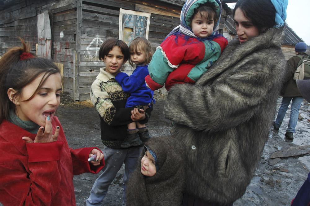 5/10. Отвореност и гостопримљивост младих домаћица је задивљујућа. Љубазно отварају врата својих домова држећи малу децу у наручју. Овде су осмеси чешћи од намрштених лица, иако се ови људи суочавају са много озбиљнијим проблемима него њихови суседи Руси.