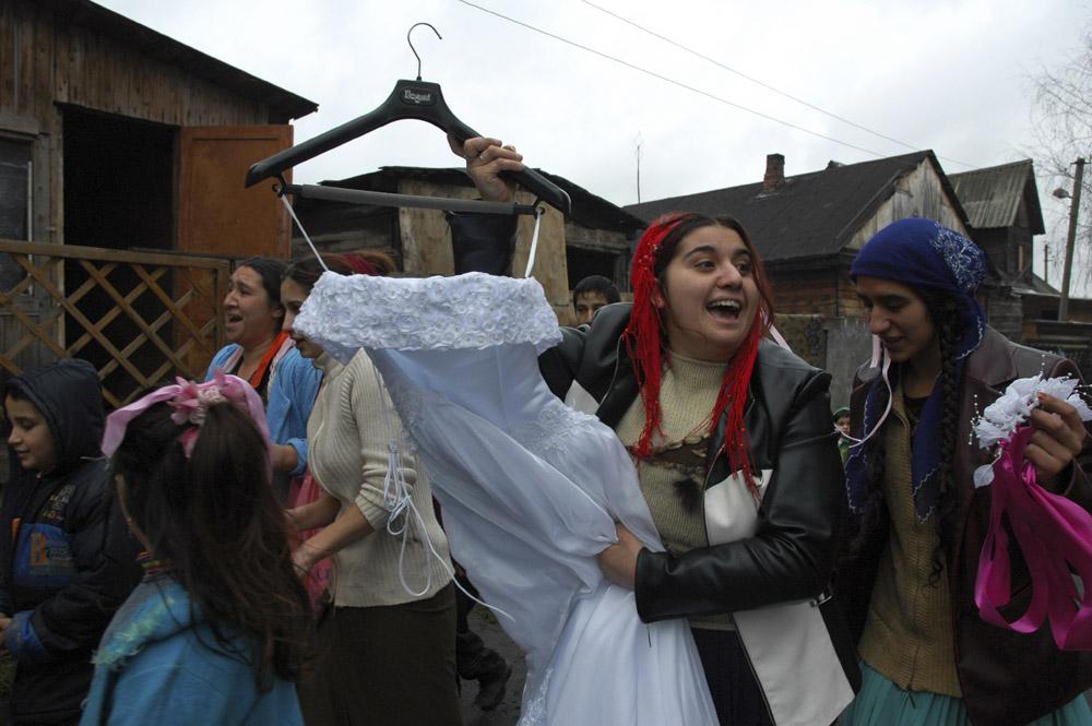 8/10. Најважнији обичај на венчању је изношење венчанице из куће младожење.