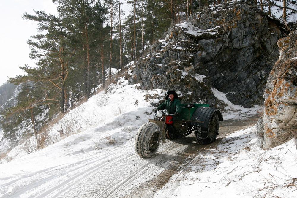 地元の鉱山会社でボイラー室のオペレータとして働くアレクサンドル・ユシュコフ(49)は、ロシアのシベリアの都市、クラスノヤルスクのおよそ60キロ南東の僻地に住んでいる。