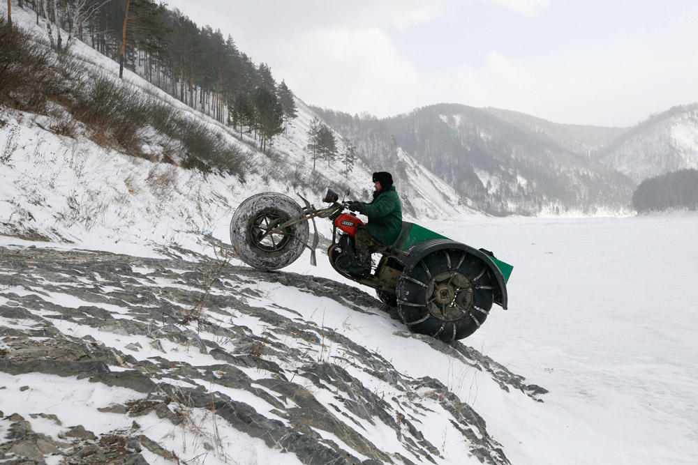 Krasnojarski kraj prostire se od juga Rusije do obale Arktika. Prosječna temperatura u siječnju iznosi -36°C na sjeveru, a -18 °C na jugu. Centralna oblast Krasnojarskog kraja pokrivena je snijegom od početka studenog do kraja ožujka.