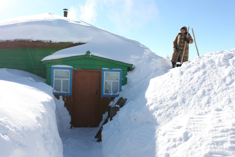 モスクワ州のベシェンコヴォ村は最近、地域内の他の村と違う風には見えない。かなりの量の雪がロシア各地で降り積もり、中央の多くの地域では、警戒を要する事態になっている。