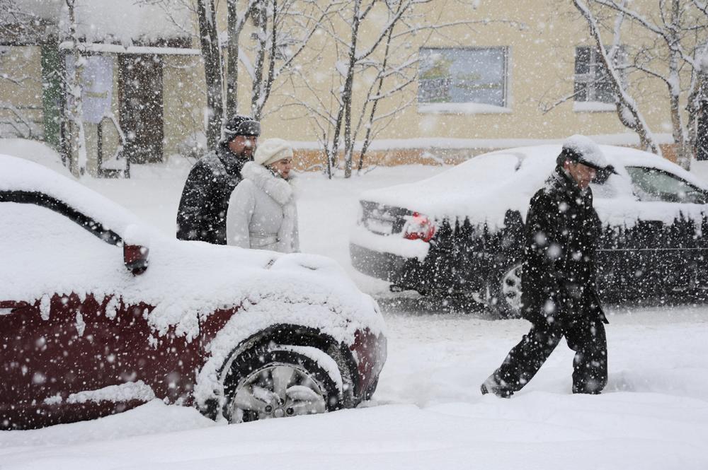 ムルマンスク気象センターによると、3月中、たったの3日間でこの北方の市に月の85%の降水量があり、激しい雪でこの数値は更に押し上げられている。
