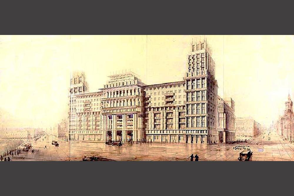 Im Jahr 1931 verabschiedete der Moskauer Stadtrat ein geschlossenes Ausschreibungsverfahren für den Bau eines Hotels mit 1000 Zimmern, welches das luxuriöseste seiner Zeit werden sollte. Von den sechs eingegangenen Angeboten wurde das Projekt des jungen Architektenduos L. Saweljew und O. Stapran ausgewählt. Das Moskwa Hotel, wie man es nannte, wurde 1934 fertig gestellt.