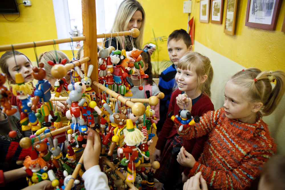 同社はクリモフスクの木製の民俗芸術の物語を語るおもちゃ博物館を作った。