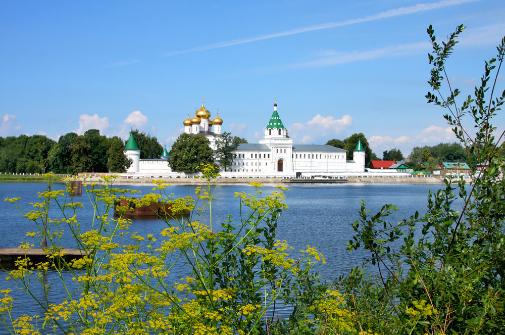 "Kostroma (distance from Moscow to Kostroma is 336.8 km) is a historic city and the administrative center of Kostroma Oblast. A part of the ""Golden Ring"" route, it is located at the confluence of the Volga and Kostroma Rivers."