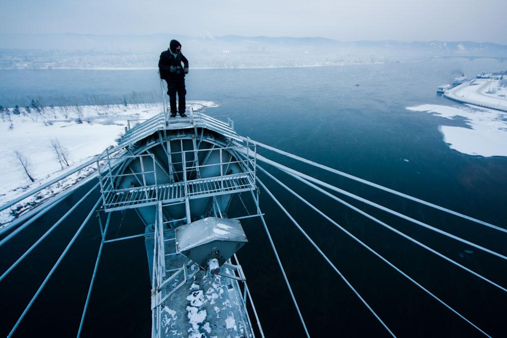 最近は、「ルーファー」という言葉は、趣味で屋根に登って写真を撮る人に適用される。ノボシビルスクの20歳のヴァディム・マホロフさんはロシアで屋根、ダムや配水管を登り始め、海外にも進出するようになった。