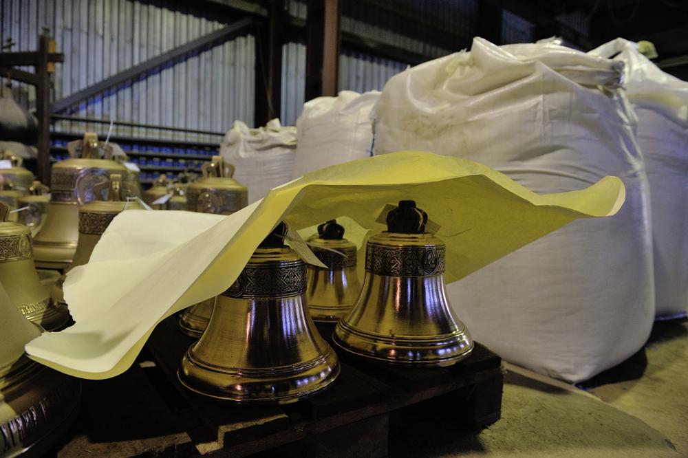 鐘青銅は80%の銅と20%の錫からできている。音が違ってしまうため、最も精製された材料のみが炉に加えられる。