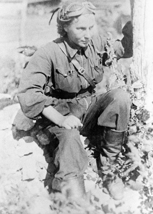 Lidia Vladimirovna Litviak, heroína da União Soviética, é a aviadora mais bem-sucedida da Segunda Guerra Mundial. Completou cerca de 150 missões aéreas de combate, abateu 6 aviões e 1 balão de observação durante os combates aéreos, além de 6 aviões inimigos. Perdeu a vida em combate aéreo no dia 1º de agosto de 1943.