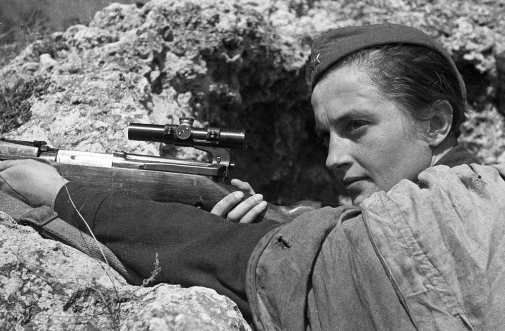 Atiradoras durante a Grande Guerra Patriótica aniquilaram cerca de 12 mil soldados e oficiais alemães. Entre elas estava a famosa franco-atiradora Liudmila Pavlichenko. Seus resultados eram invejados por muitos combatentes masculinos. No transcorrer das operações militares, ela exterminou 309 soldados e oficiais inimigos.