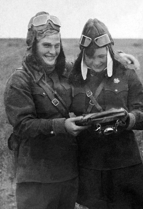 """Os alemães chamaram as mulheres do 46º regimento de bombardeiros de mergulho de """"bruxas da noite"""", por sua coragem e maestria. Durante as ações de combate, elas executaram mais de 20 mil levantamentos de voo de combate e jogaram sobre as tropas fascistas quase 3 mil toneladas de bombas."""