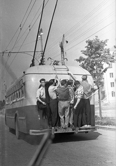14/14. Moskva. 1950-te. Izloženo je više od 50 fotografija iz ratnog i poslijeratnog perioda. Sve fotografije su izrađene od originalnih negativa autora.