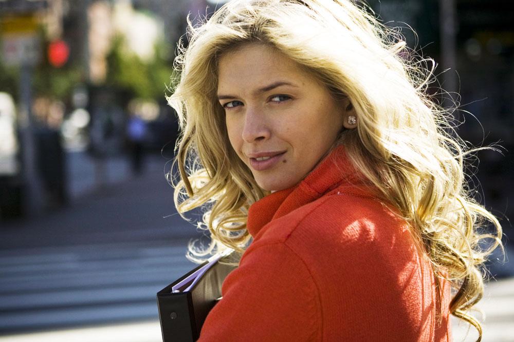 """Tanggal 16 Oktober 2008, Vera terpilih menjadi pembawa acara terpopuler versi majalah """"Glamour""""."""