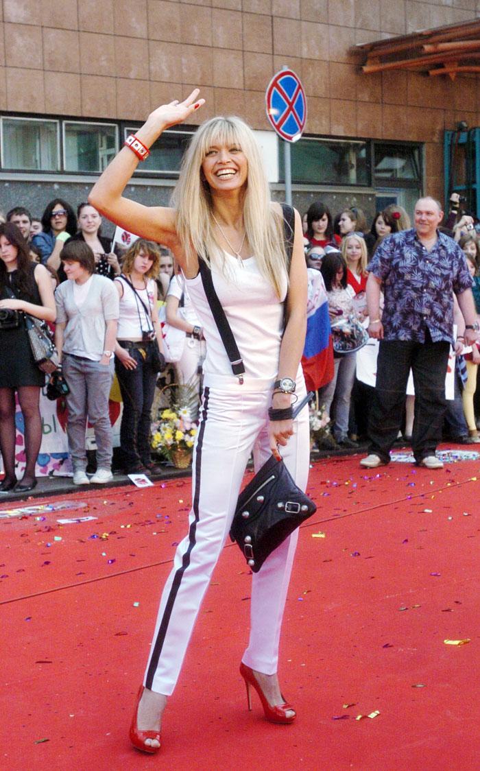"Di tahun 2009 terbitlah film ""Lyubov v Bolshom Gorodye"" (Cinta di Kota Besar), yang di dalamnya Vera menjadi salah satu dari pemeran utama wanita. Di tahun itu Vera juga mendapatkan penghargaan ""World Fashion Awards 2009""."