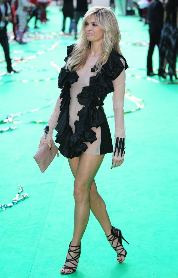 同年、「2009年ワールド・ファッション・アワーズ」を受賞。