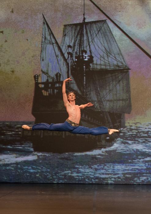 Paris a fêté le 75è anniversaire de Rudolf Noureev par un concert de gala. Ce concert international en deux partie, organisé par D&D Art Productions, célébrait le 75è anniversaire de Rudolf Noureev, le fameux maître du Ballet russe et britannique, mort en 1993 à l'âge de 54 ans.