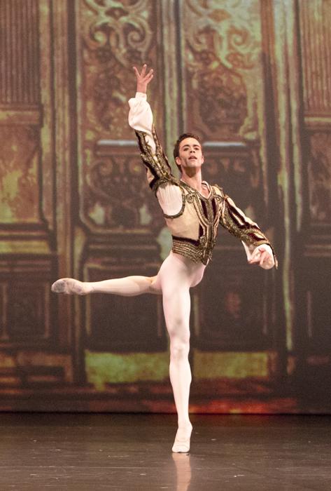"""La """"chimie"""" du charme envoutant de Noureev, quelque soit ses danses, fut redécouverte pendant la performance. Le tempérament de Noureev se faisait sentir même dans son interprétation des classiques les plus académiques."""