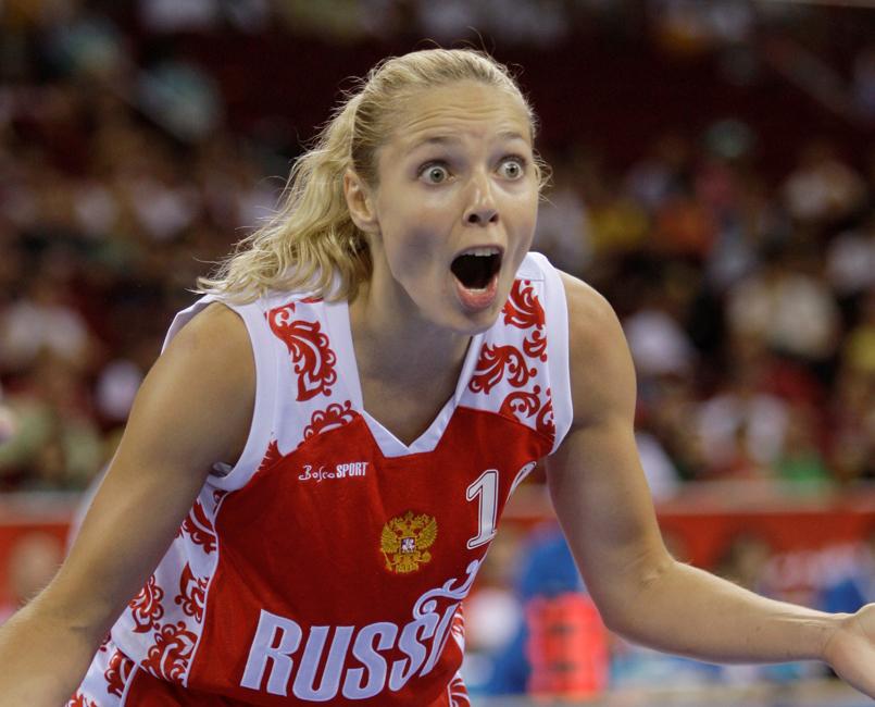Ilona Korstine est née le 30 mai 1980 à Léningrad. L'amour qu'Ilona porte au sport lui a été transmis par son père. Durant son enfance, la future championne a pratiqué un grand nombre de sports, de la course à pied à la natation.
